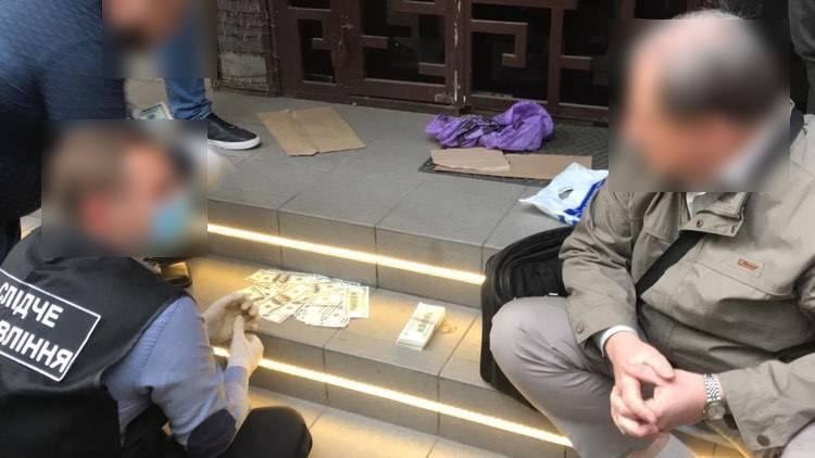 В Одессе под стражу взяли главу избиркома и ее помощника, задержанных с $45 тысячами для подкупа избирателей