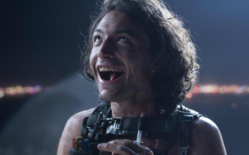 Эзра Миллер сыграл пироманьяка в сериале «Противостояние»
