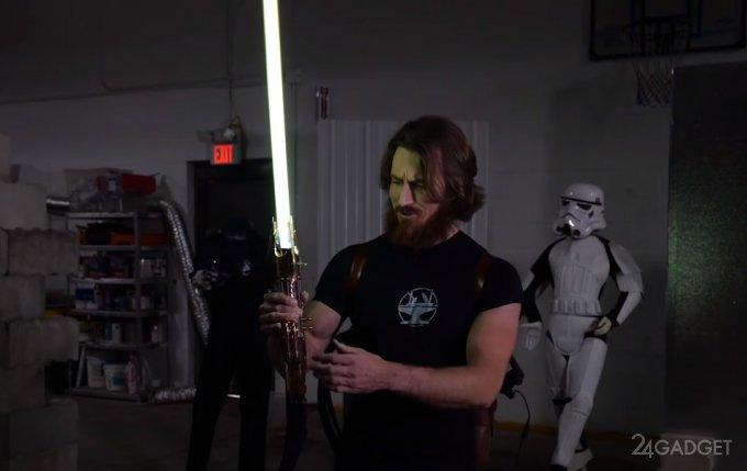 Инженер создал модель светового меча из «Звездных войн» с температурой до 4000 градусов (видео)