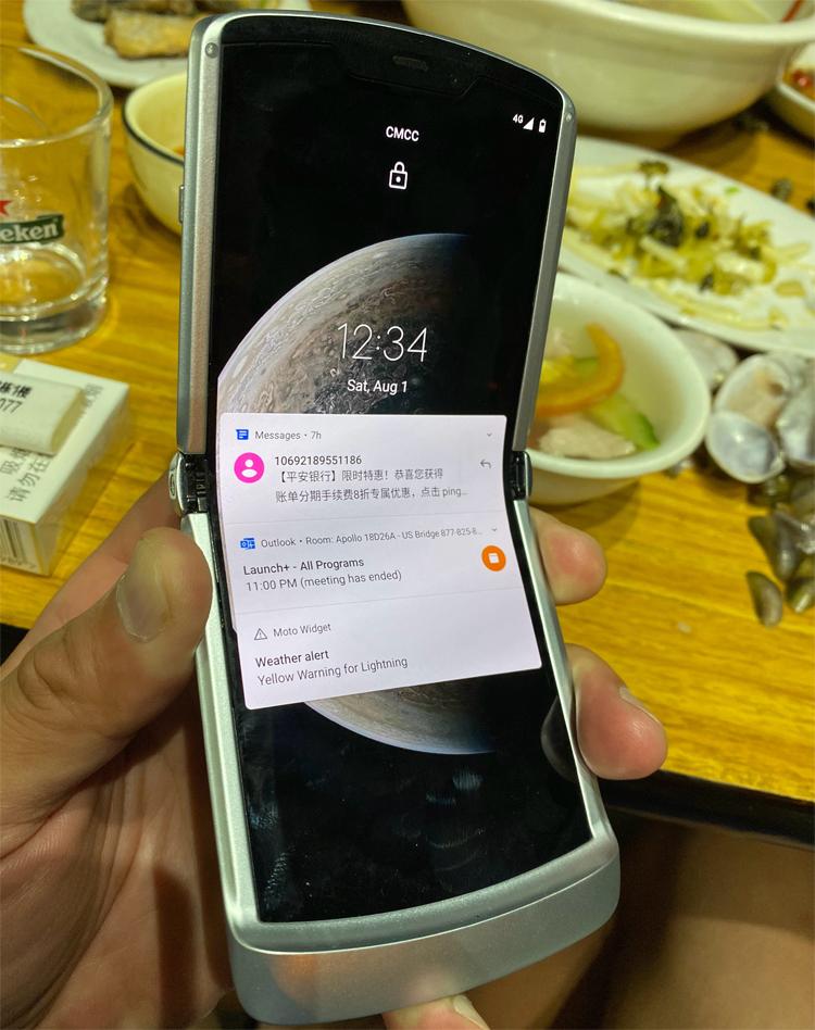 Смартфон Motorola razr 5G замечен в «дикой природе»