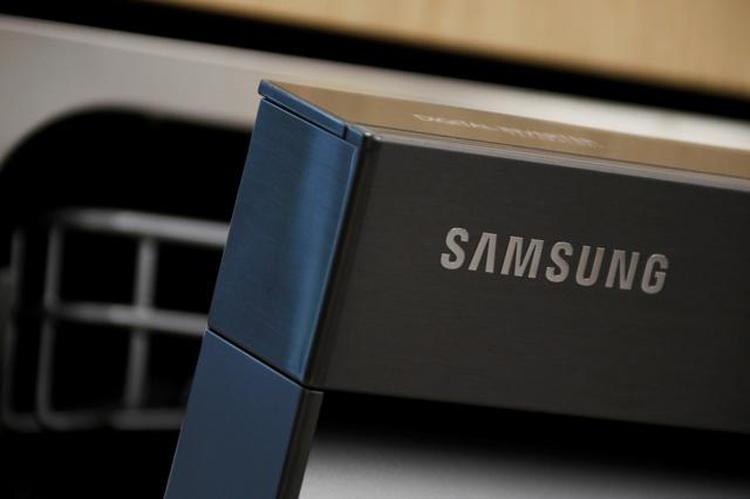 В Samsung придумали смартфон-книжку необычно малой толщины