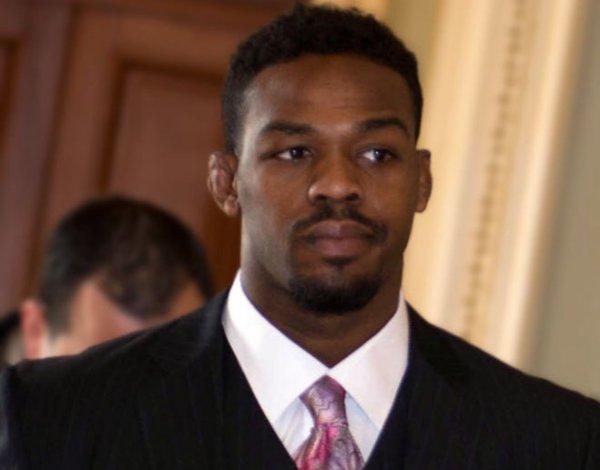 «Мне не нужно это»: Джон Джонс уличил во лжи президента UFC