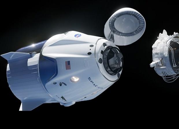 Космический корабль компании Илона Маска успешно отстыковался от МКС