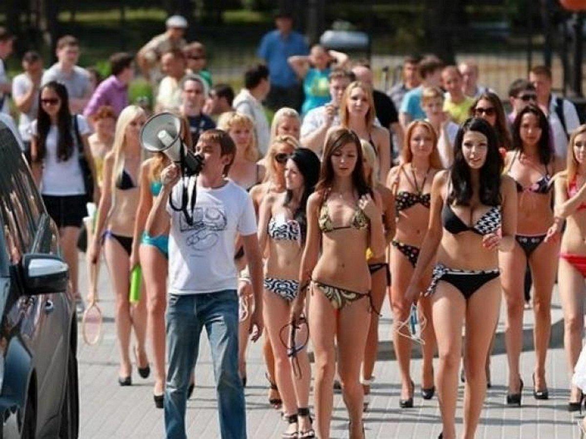 «Уровень срамоты зашкаливает»: в Сочи полуголая туристка взбесила местных жителей
