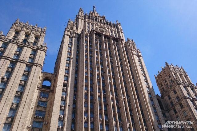 МИД РФ осудило решение США отменить исключения из санкций против Ирана