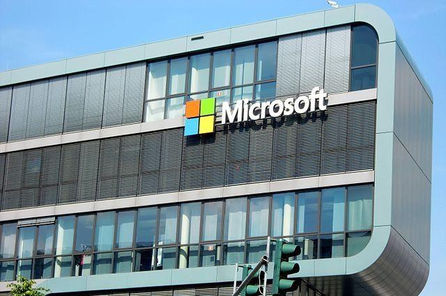 Microsoft приостановил размещение рекламы в Facebook и Instagram