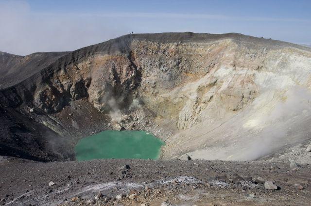 Вулкан Эбеко на Курилах выбросил пепел на высоту до 2 км
