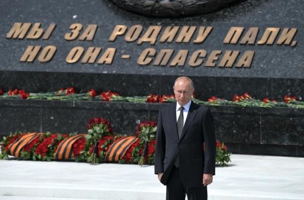 Путин: Подвиг солдат Красной армии не будет «затерт фальсификациями»