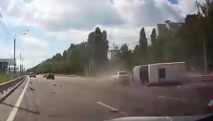 Любительница быстрой езды опрокинула маршрутку в Воронеже. Видео