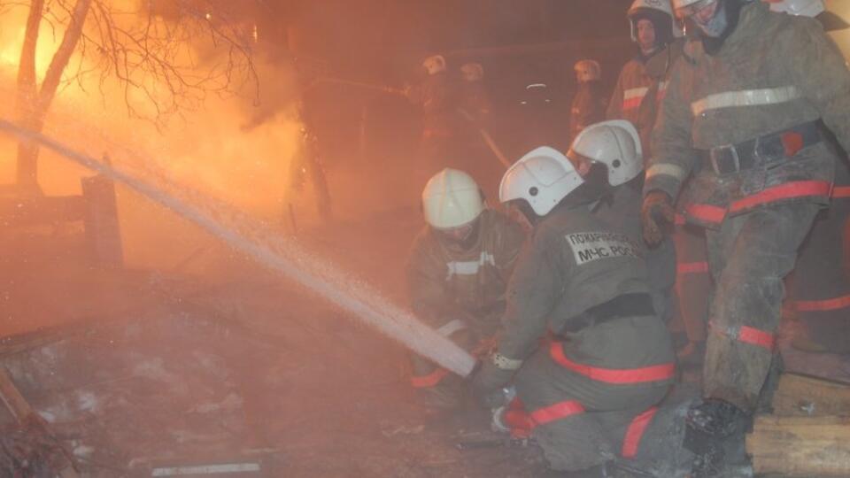 Три человека погибли при пожаре в жилом доме в Якутии