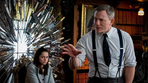 В прокат вышел фильм «Достать ножи» с Дэниелом Крейгом в роли частного сыщика