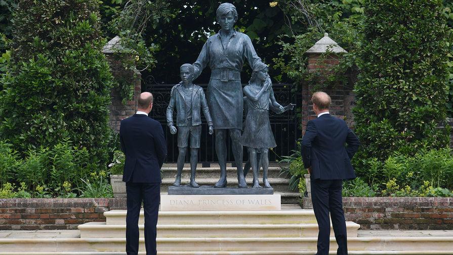 Принцы Уильям и Гарри открыли статую принцессе Диане в Лондоне