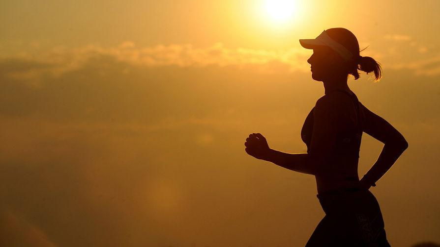 Физиолог призвал долго не разминаться перед пробежкой в жару