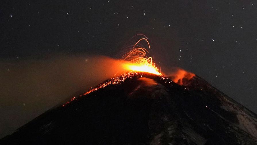 Граждан Сент-Винсента и Гренадин эвакуируют из-за угрозы извержения вулкана