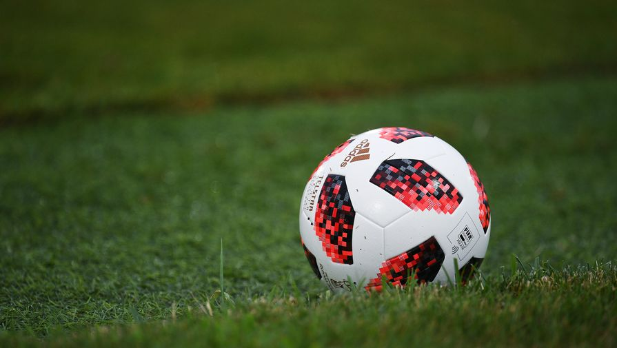 'Манчестер Сити' нацелился на защитника Аке