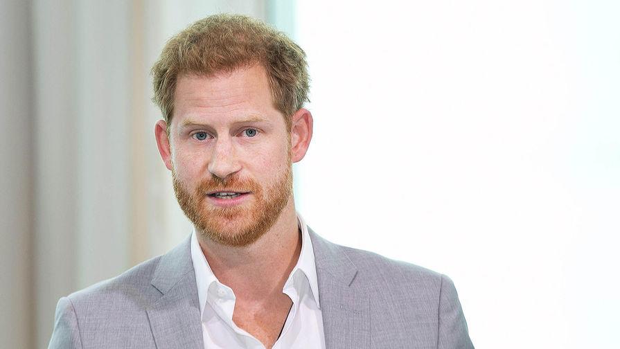 Британцы сочли мемуары принца Гарри о жизни в королевской семье 'неуместными'
