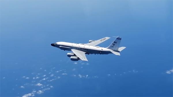 Су-27 перехватил самолеты-разведчики США и Британии над Черным морем