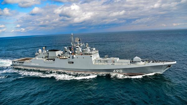 «Адмирал Эссен» взял на сопровождение эсминец ВМС США в Черном море