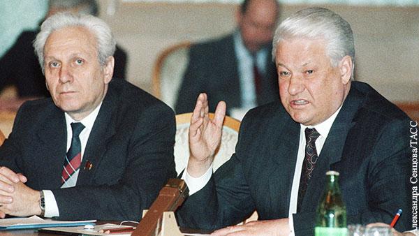 Филатов оценил слова Руцкого о попытках Ельцина во время путча сбежать в посольство США