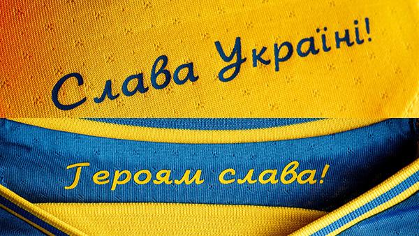 Лозунг «Героям слава!» стал официальным символом украинского футбола