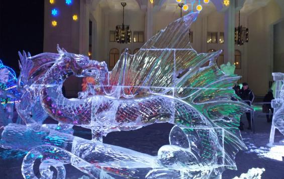Вандалы разрушили четыре ледяные скульптуры на Театральной площади