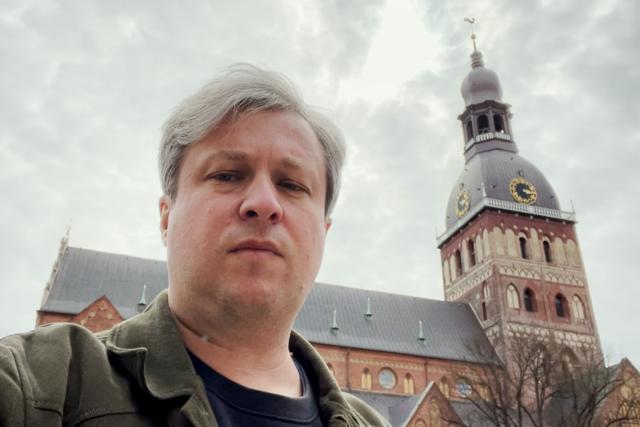 Антон Долин смотрит кино про свинью на ферме (логично), проводит экскурсию по городу и присуждает Гран-при «Артдокфеста» фильму о чеченском гее. «Радио Долин» в Риге. Спецвыпуск