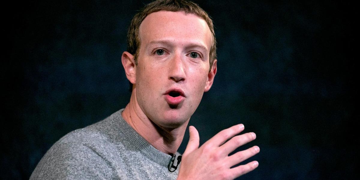 Марка Цукерберга постригла жена, и он стал мемом. Новая стрижка дала людям надежду на то, что он человек (зря)