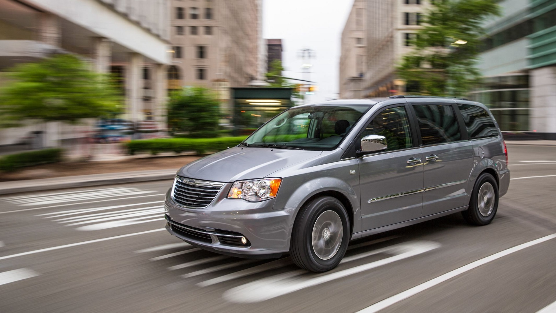 Chrysler Town & Country заподозрили в самовозгорании