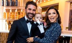 Босиком, но с ансамблем: Ева Лонгория отпраздновала 4-летие свадьбы
