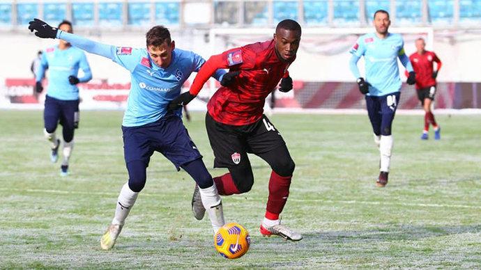 Врач сборной России высказался об игре в футбол в мороз