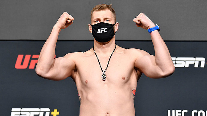 Волков оказался тяжелее Оверима перед боем на UFC Fight Night 184
