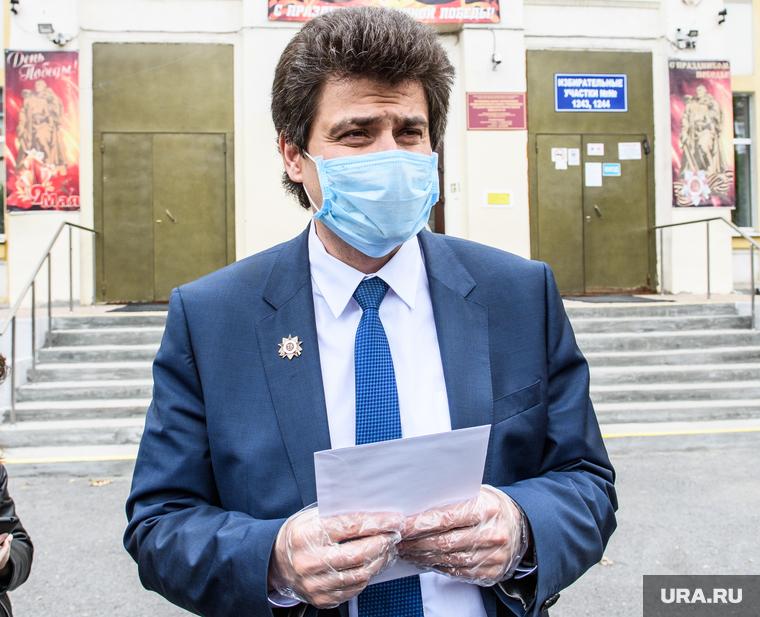 Мэр Екатеринбурга нашел провокацию на голосовании. В дело вмешался генерал полиции