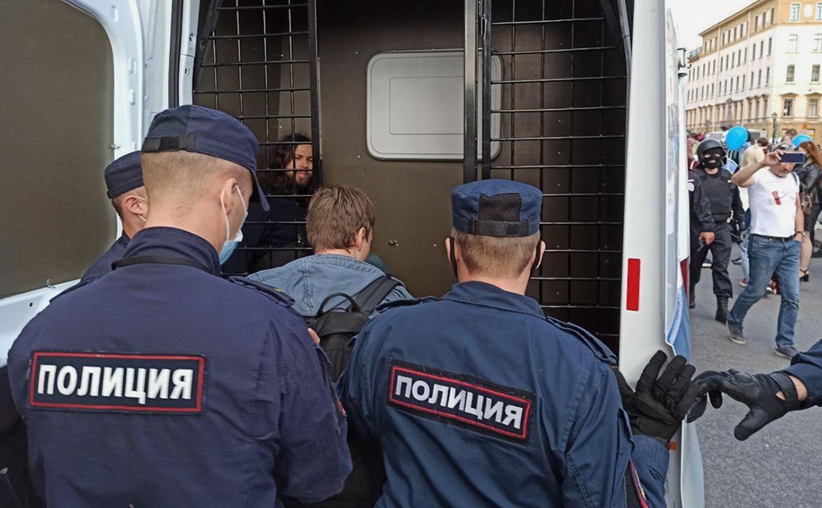 В Москве и Петербурге начались задержания на акциях поддержки хабаровчан