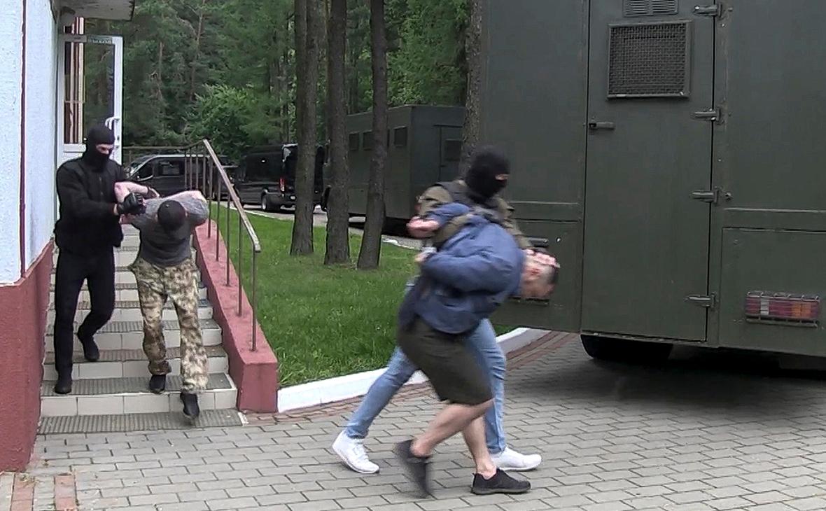 Сотрудники посольства встретились с задержанными под Минском россиянами