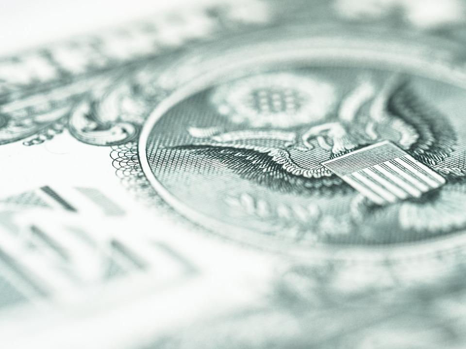 «Это удар под дых». В США похищены антикризисные пособия на сотни миллионов долларов