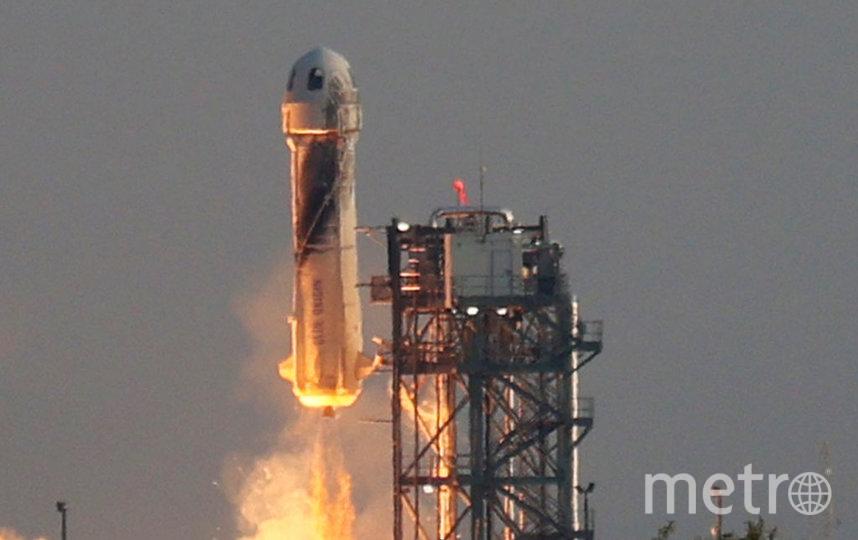 Джефф Безос побывал в космосе: как отреагировали конкуренты и какие шутки придумали в Сети