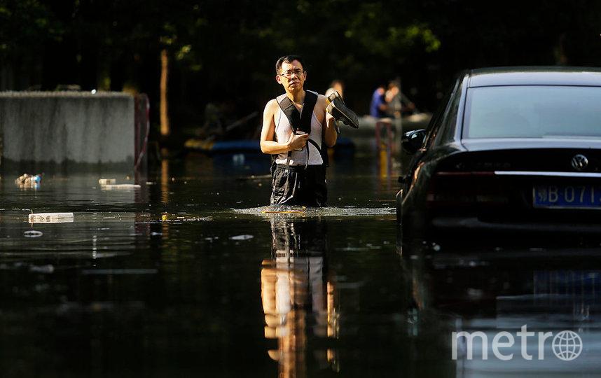 Разрушительные наводнения добрались до Азии: в Китае затопило метро, людей эвакуируют