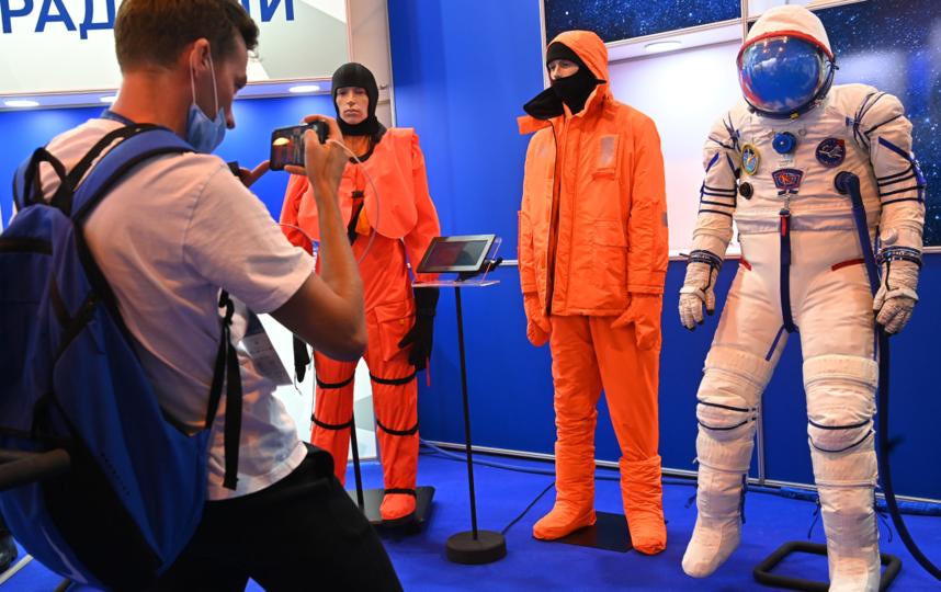 В 'Соколе-М' долетим до Луны: как выглядят скафандры для космических полётов