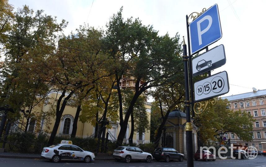 Вслед за Москвой: к 2023 году в центре Петербурга не останется бесплатных парковок