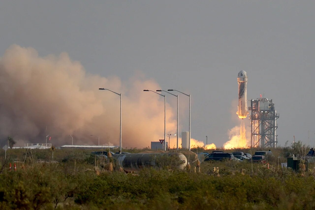 Эксперты объяснили, почему Джефф Безос выбрал ракету фаллической формы
