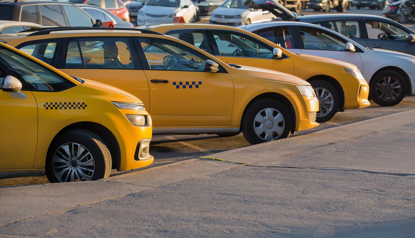 Таксисты пожаловались на новую систему для водителей Мишустину и Собянину. Из-за нее они будут меньше зарабатывать