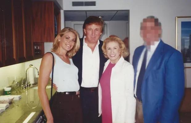 Целовал и обнимал: экс-модель обвинила Трампа в домогательствах в 1997 году